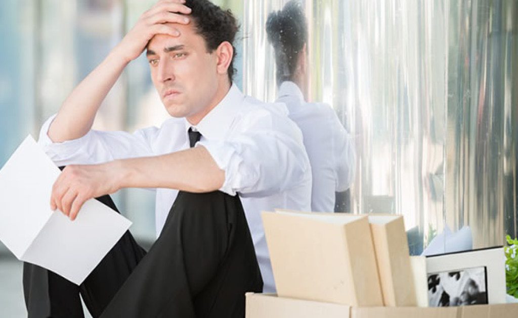 A l'efecte del càlcul de la indemnització per acomiadament ha de computar-se el temps de tramitació del recurs de suplicació que confirma la improcedència del cessament quan l'empresa opta per la readmissió del treballador