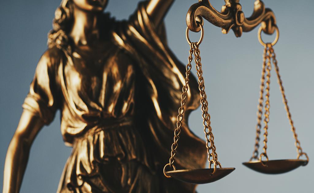 Relacions entre jutges fiscals i advocats